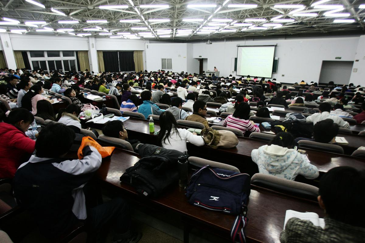近日,中共教育部稱要「以超常規方式加快培養一批緊缺人才」,來應對核心技術領域被「卡脖子」的問題,圖為資料圖。(Photo by China Photos/Getty Images)