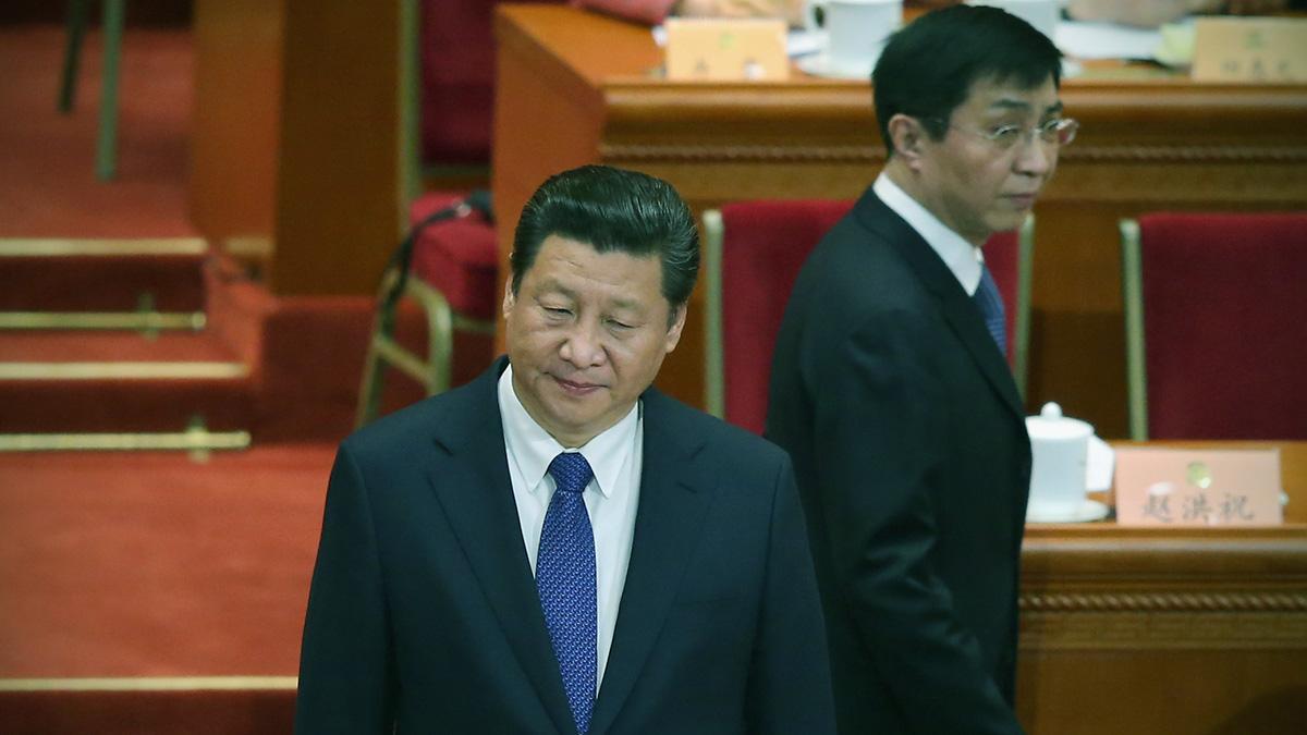 王滬寧掌控的黨媒對習近平大肆迷惑與捧殺,將習一步步拖向深淵的同時,帶來的卻是整個民族的災難。圖為習近平與王滬寧。( Feng Li/Getty Images)