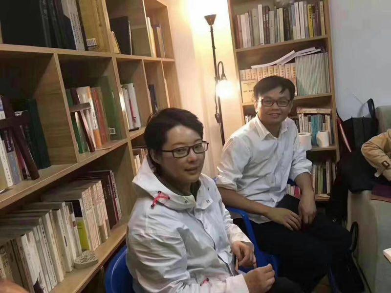 著名演員袁立與詩人梁太平於3月25日在民政局登記結婚。圖為他們的生活照。(浙江民主黨人薛明凱提供)