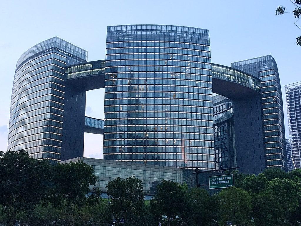 杭州市政府闊氣的辦公大樓。(維基百科)