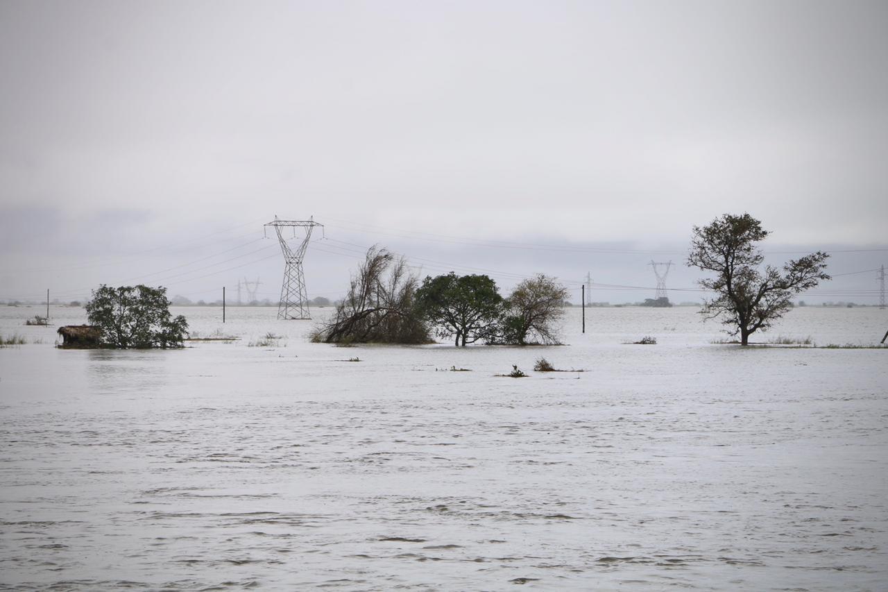 熱帶颶風伊代侵襲莫桑比克與津巴布韋,死亡人數今天增至300多人。救援人員與時間賽跑,協助找尋生還者。(ADRIEN BARBIER/AFP/Getty Images)