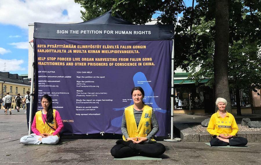 芬蘭首都 民眾簽名支持法輪功反迫害
