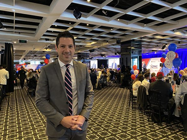澳洲聯邦參議員安蒂克(Alex Antic)對大紀元表示,世界法輪大法日是對法輪功精神修煉的慶祝。(李睿/大紀元)