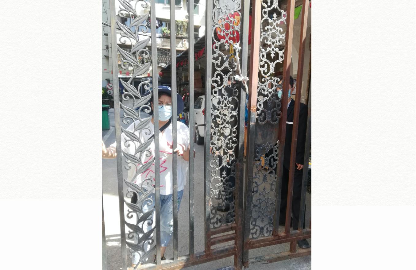 武漢媽媽楊敏2020年5月12日被軟禁在小區中。不得外出申冤,也和外界失去聯繫。(知情人提供)