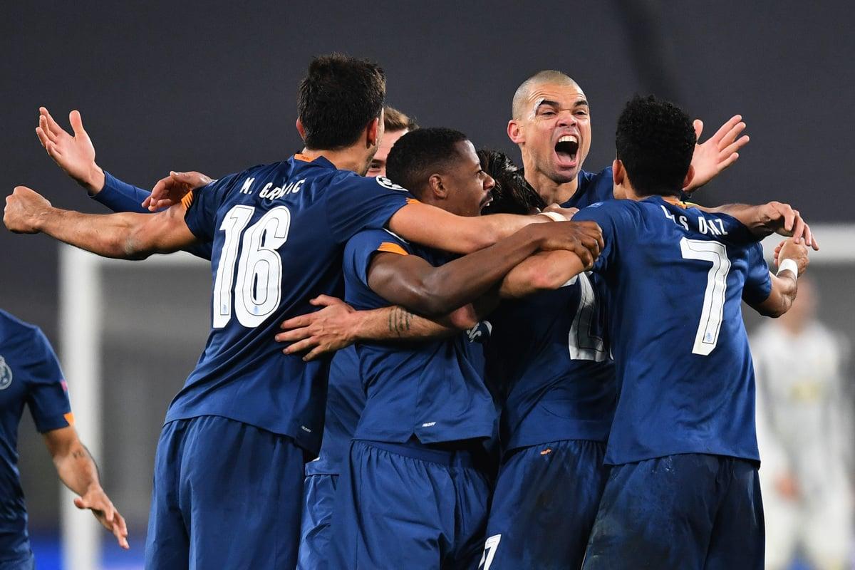 在歐冠16強兩回合淘汰賽中,波爾圖憑藉客場入球多一個的優勢淘汰了祖雲達斯。圖為波爾圖球員慶祝勝利。(Valerio Pennicino/Getty Images)
