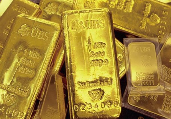 在中共肺炎疫情影響蘋果公司第二財季營收的情況下,避險資金湧入黃金,金價期貨衝破1,600美元/安士關口。(JUNG YEON-JE/AFP/Getty Images)