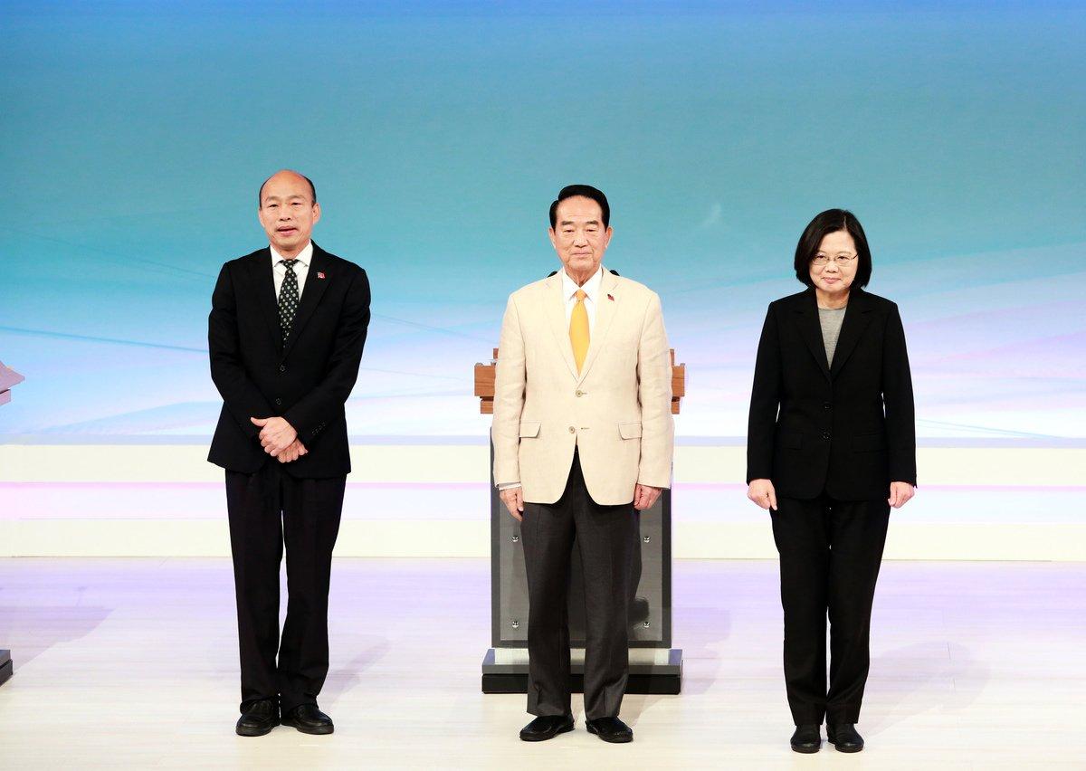 距離台灣總統選舉不到兩個星期,圖為12月29日首場電視辯論。(台北市攝影記者聯誼會提供)