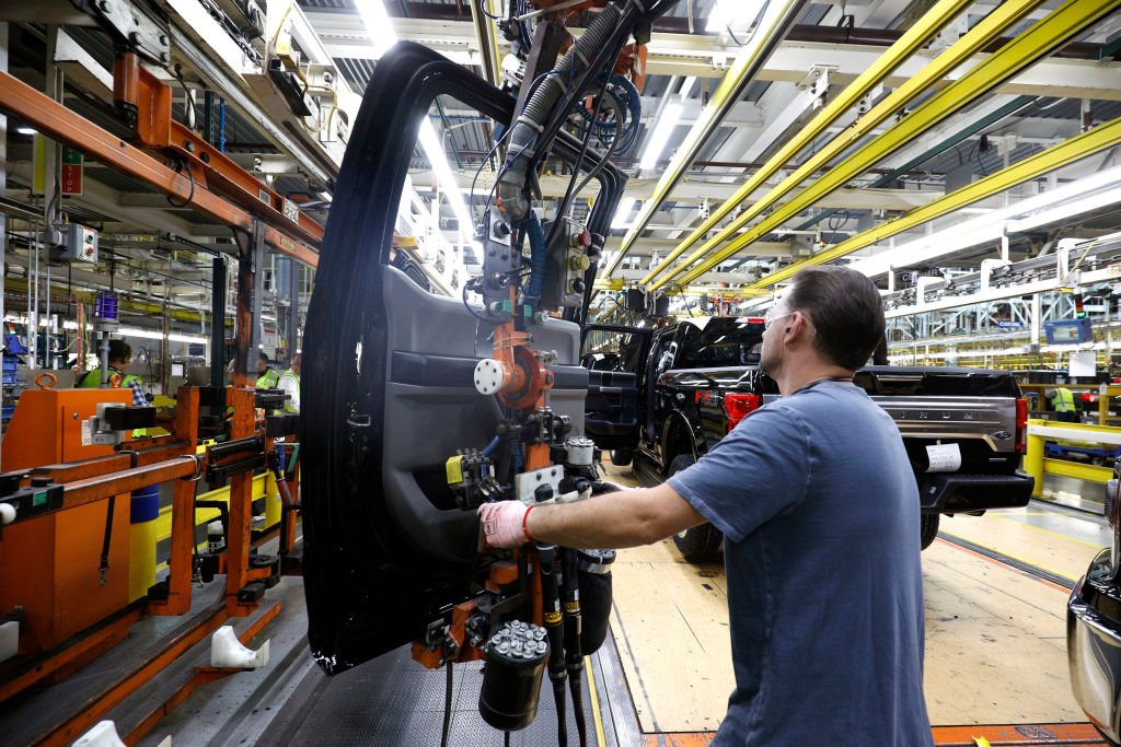美國管理供應協會(ISM)公佈2021年3月份採購經理人指數達64.7,創下1983年12月以來最高峰。(Bill Pugliano/Getty Images)