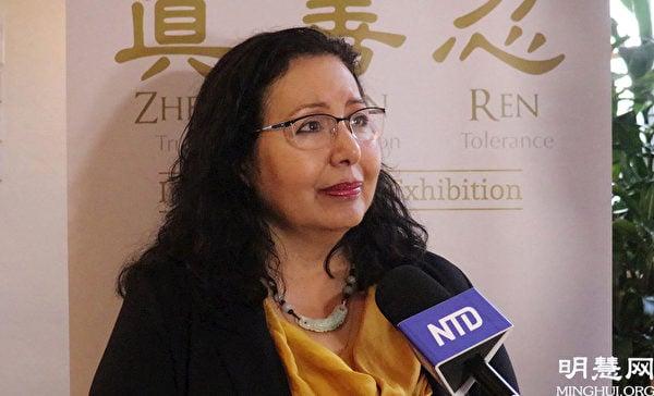 退休的經濟學大學教授莉迪亞·奧爾特加(Lydia Ortega)說了解法輪功的美好。(明慧網)