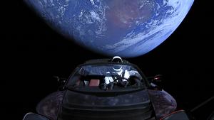 太空漫遊逾兩年 特斯拉電動跑車終抵火星