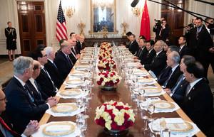 組圖:簽協議後特朗普宴請劉鶴 稱很快去中國
