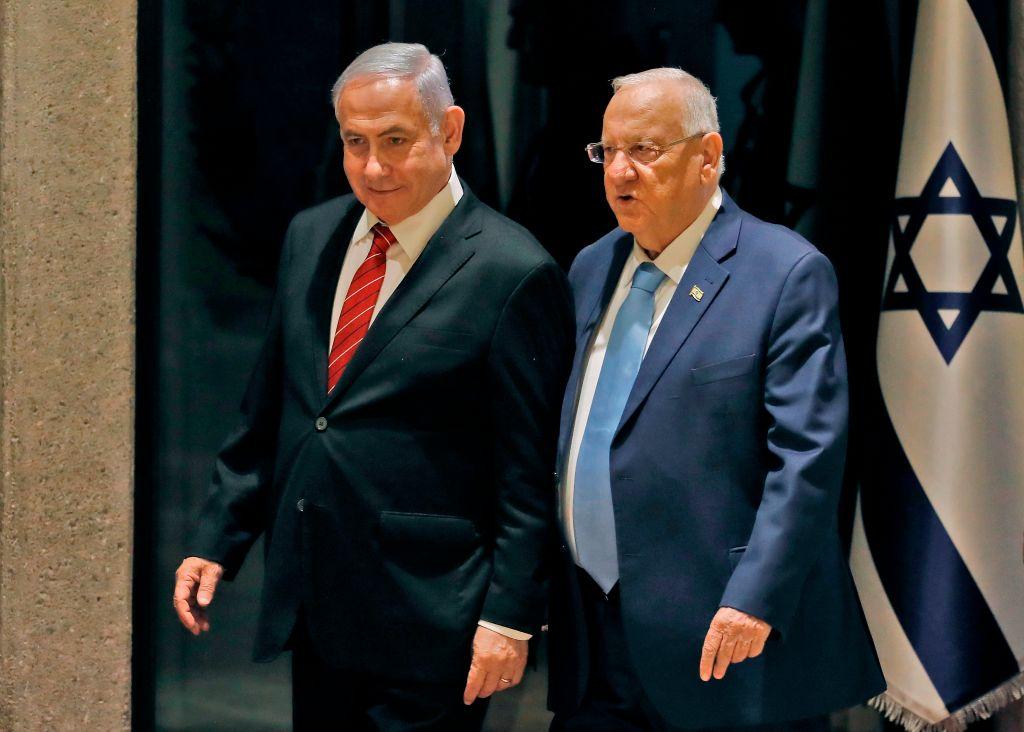 圖為以色列總統魯文里夫林(Reuven Rivlin,右)和總理本傑明·內塔尼亞胡(Benjamin Netanyahu,左)。(MENAHEM KAHANA /AFP/Getty Images)