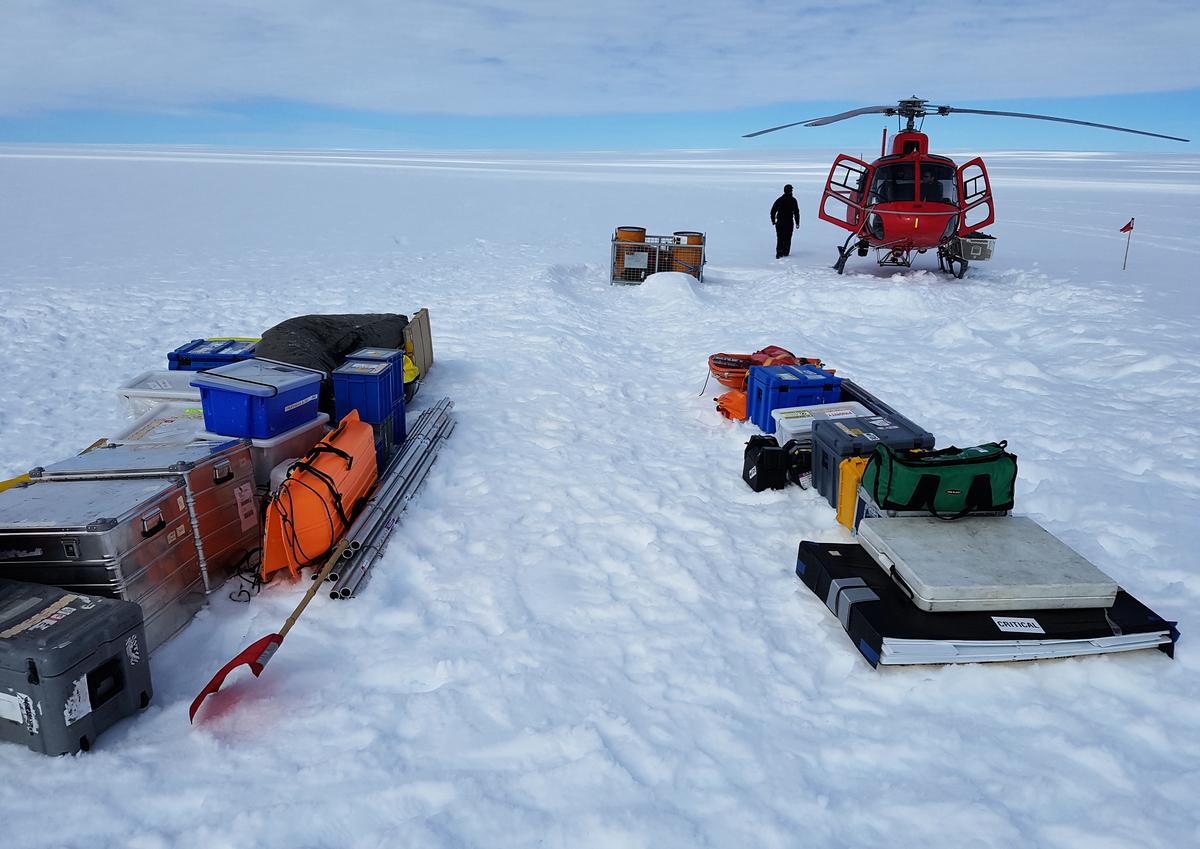 """保羅‧格里捨姆(Paul Grisham)在南極洲遺失了一個錢包,實在沒想到的是,在53年後,他終於尋回了這個錢包。圖為南極洲。(AFP PHOTO / AUSTRALIAN ANTARCTIC DIVISION / Ben GALTON-FENZI"""" - NO MARKETING)"""