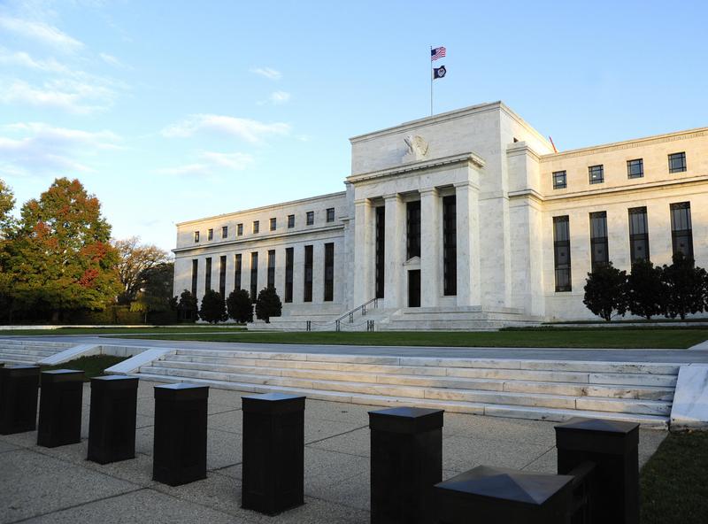在美聯儲主席鮑威爾宣佈將積極救市、提振經濟後,納斯達克指數2020年2月28日由最低下挫3.5%拉到尾盤小漲0.01%。(KAREN BLEIER/AFP/Getty Images)