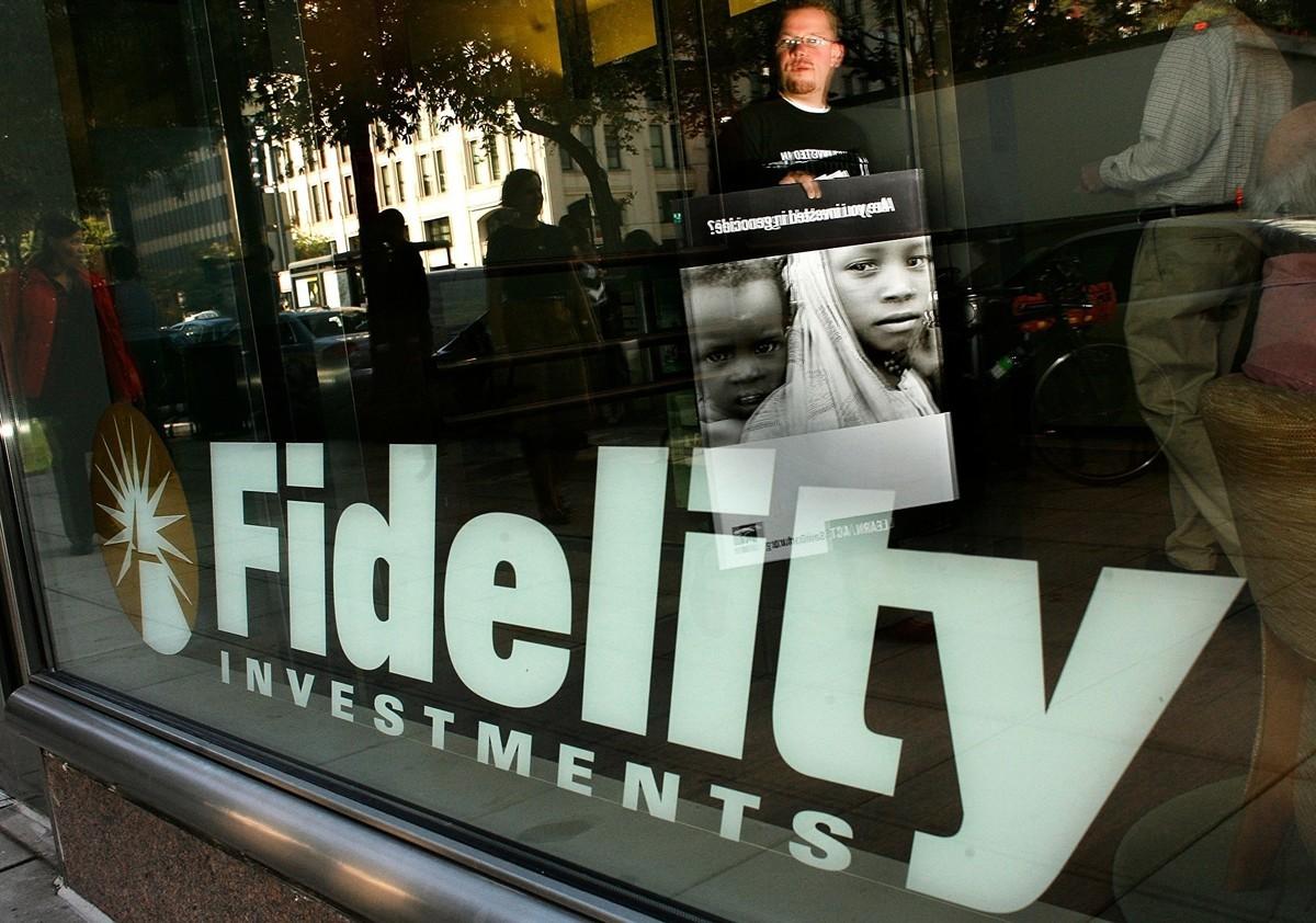 美國華盛頓特區富達(Fidelity)資本投資者中心前窗。先鋒集團(Vanguard Group)與摩根大通,以及Capital Group / American Funds都是投資中國石油的美國最大共同基金公司。(Chip Somodevilla / Getty Images)