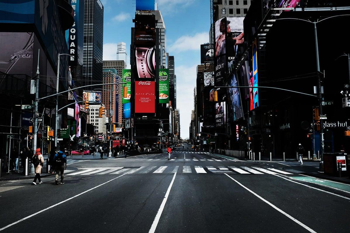 2020年3月22日,受疫情影響,空蕩蕩的紐約曼哈頓時代廣場。(Spencer Platt/Getty Images)