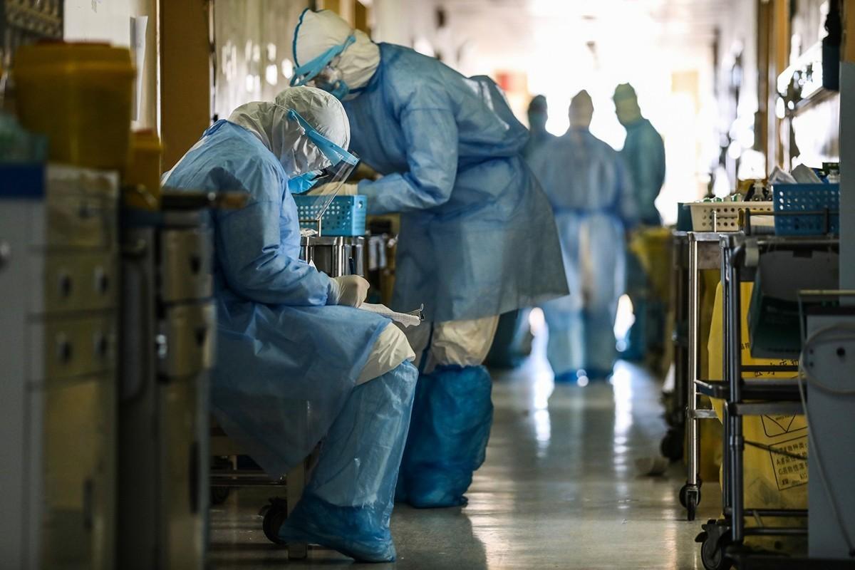 中共應對武漢肺炎(新冠肺炎)疫情已進入膠著狀態,衛生系統全面癱瘓。(Photo by STR/AFP via Getty Images)
