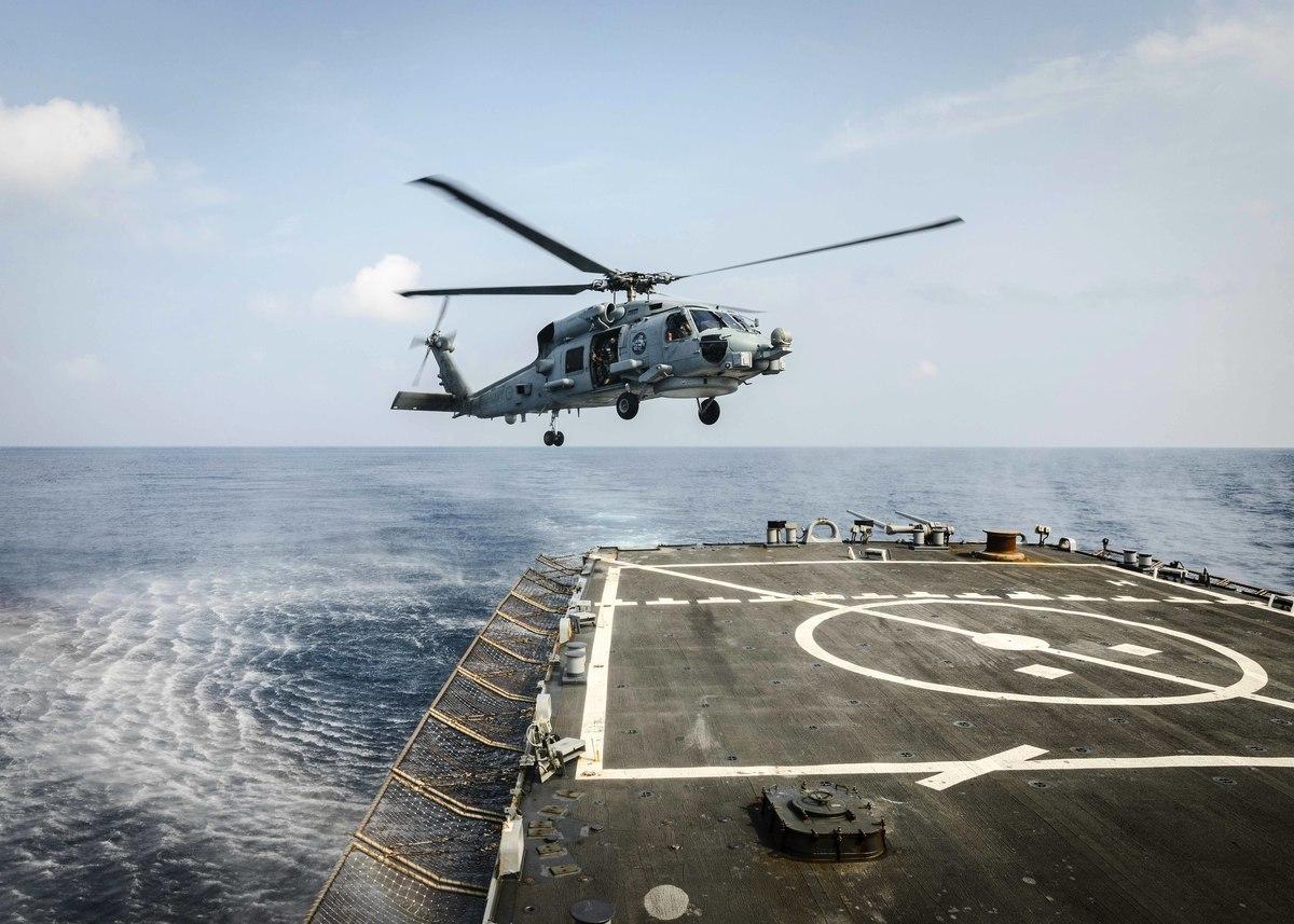 圖為美軍伯克級驅逐艦麥凱恩號(DDG 56)。(美國海軍)