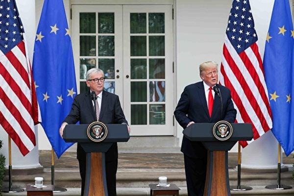 美國總統特朗普在白宮與到訪的歐盟委員會主席容克及歐盟代表結束了兩個多小時的會談後,雙方舉行聯合新聞發佈會。(Samira Bouaou/大紀元)