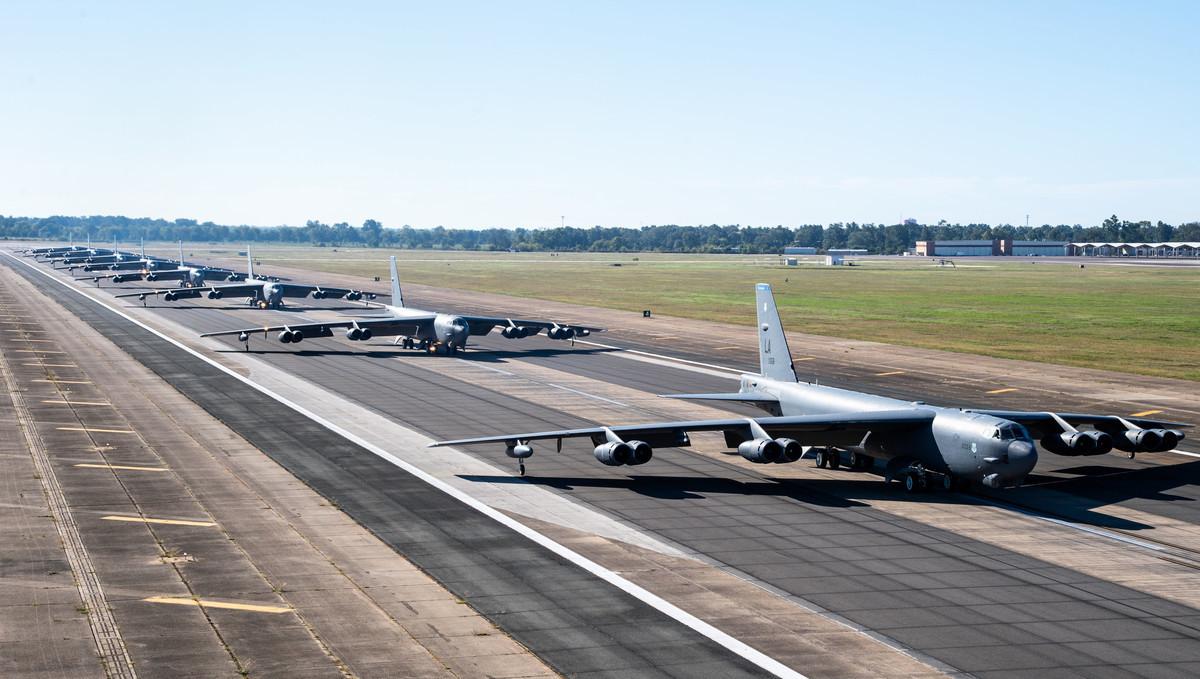 10月14日,在路易斯安那州巴克斯代爾空軍基地,美軍的B-52H轟炸機展示了一次大象漫步。(Senior Airman Tessa B. Corrick/美國空軍)