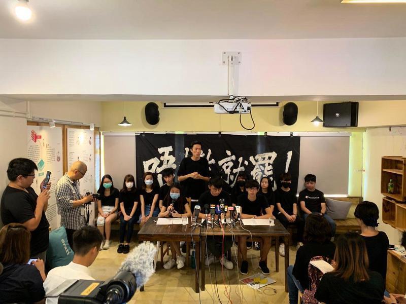 不懼打壓 港中學生:我們本著良心繼續抗爭