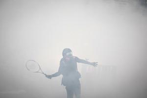 港抗議者以球拍回擊催淚彈 獲讚高手在民間