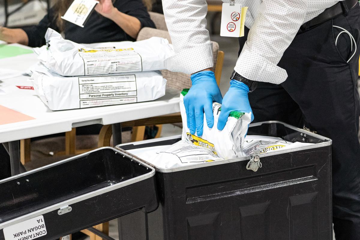保守派法律組織11月25日提起訴訟,認為佐治亞州可能有超過20萬張選票,被非法計算或不當地未被計算。佐治亞州日前完成重新點票,然而由於沒有審查選民簽名,點票結果仍遭到廣泛質疑。(Megan Varner/Getty Images)