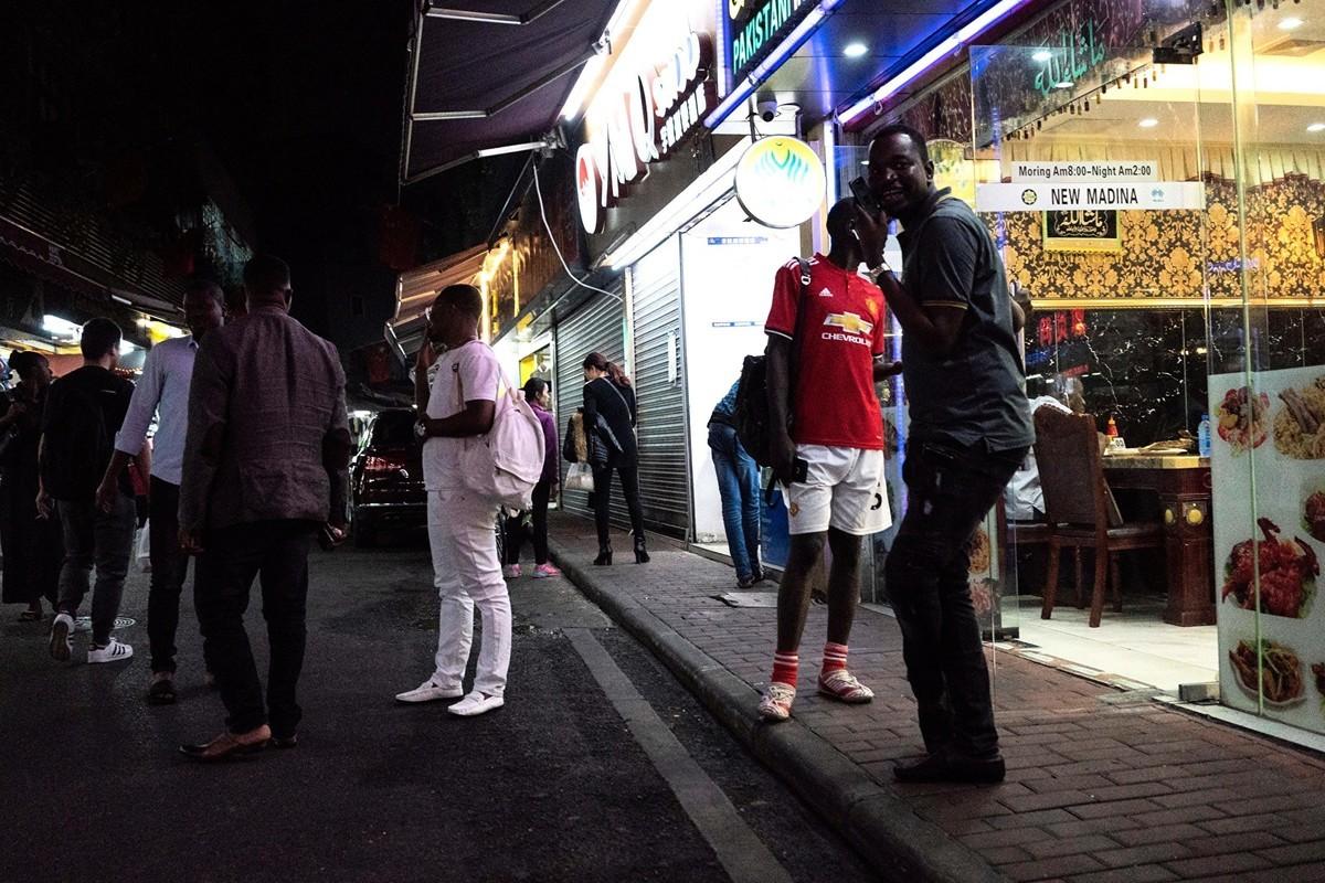 2018年3月廣州中心城區名為「小非洲」的街道上,很多非洲籍人士在此工作、生活。(AFP/Getty Images)