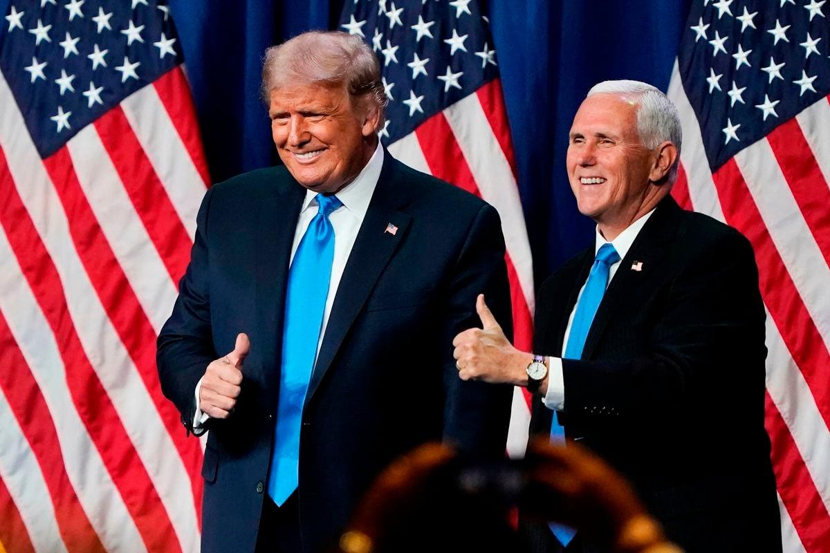 2020年8月24日,美國總統唐納德·特朗普(Donald Trump)和副總統邁克·彭斯(Mike Pence)在北卡羅萊納州夏洛特舉行的共和黨全國代表大會(RNC)上,雙雙正式獲得再次參選提名。(CHRIS CARLSON/POOL/AFP via Getty Images)