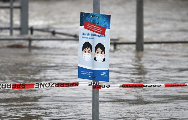 2021年2月3日,德國柯尼希斯溫特(Königswinter),融雪和持續降雨造成萊茵河氾濫。(INA FASSBENDER/AFP via Getty Images)