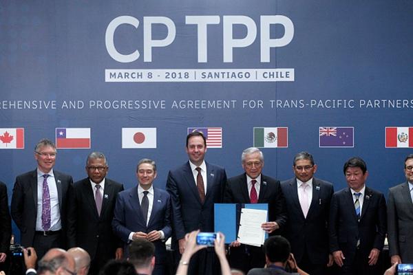 中華民國政府9月22日正式遞交加入《全面與進步跨太平洋夥伴關係協定(CPTPP)》的申請。圖為2018年3月8日,CPTPP成員國的代表在智利首都聖地牙哥簽署協議。 (CLAUDIO REYES/AFP via Getty Images)