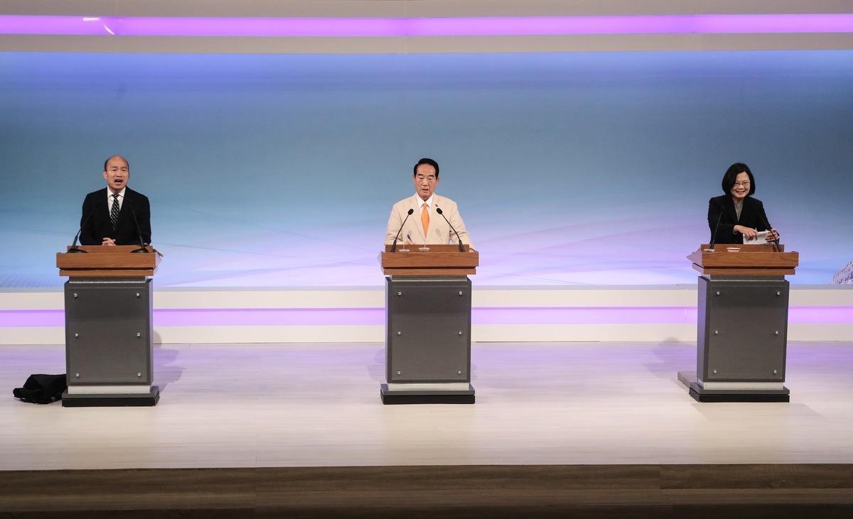2020中華民國總統大選,唯一一場電視辯論會29日登場,三位總統候選人針對兩岸、網軍議題不斷進行攻防,成為此次辯論會最引人關注的焦點。(中央社/大紀元合成圖)