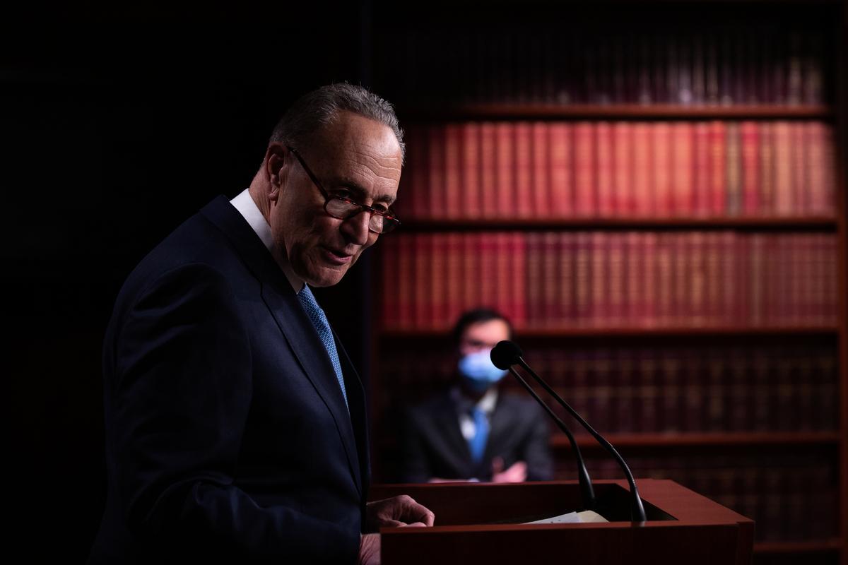 2021年1月6日,查克·舒默(Chuck Schumer)在美國國會大廈新聞發佈會發言。 (Cheriss May/Getty Images)