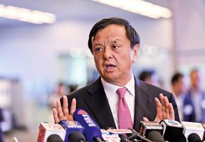 港交所總裁:駐港部隊不應介入香港事務