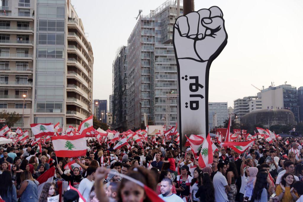 2019年10月27日,數以萬計的黎巴嫩抗議者要求政府改革。(ANWAR AMRO/AFP via Getty Images)