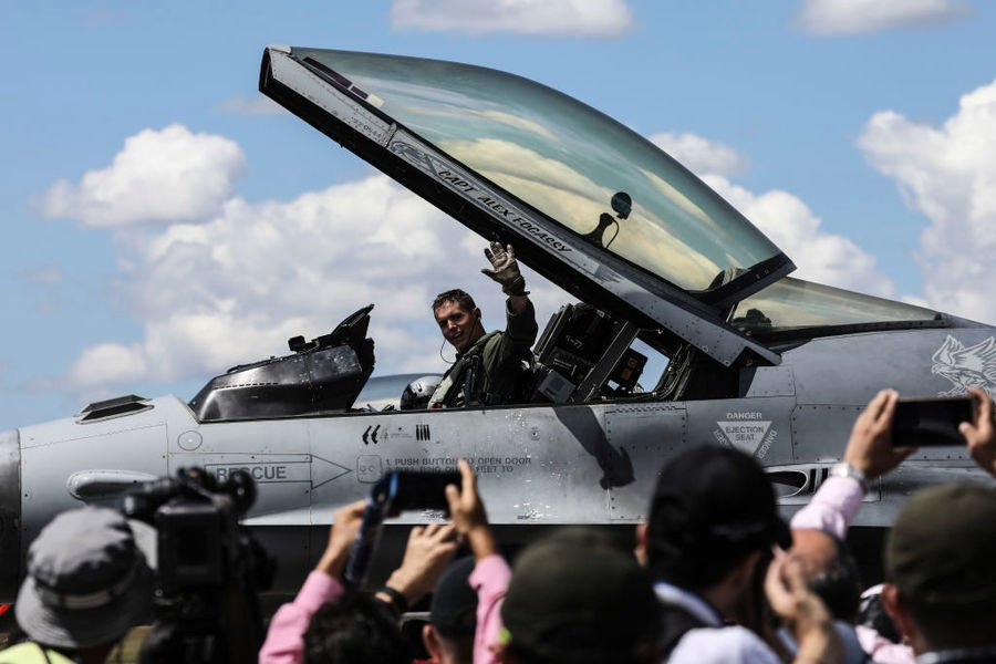 美國空軍放寬飛行員身高要求 擴大招募範圍