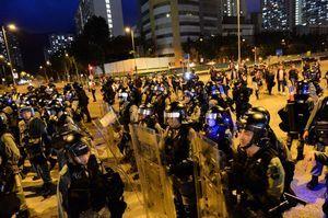 【8.10反送中直播】尖沙咀警署被圍 警放催淚彈