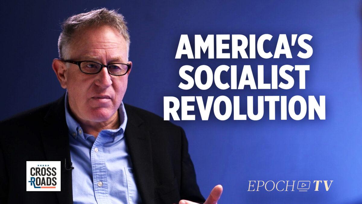 作家兼電影製作人特雷弗‧勞登(Trevor Loudon)表示,美國正在進行社會主義革命。(大紀元)