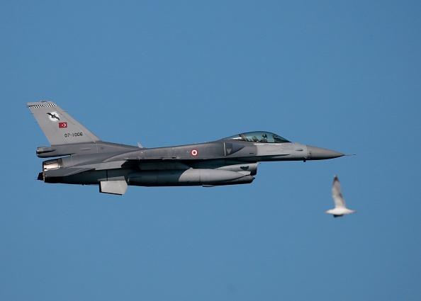 Blue Homeland 2019海軍演習上的F-16戰鬥機。(Evren Atalay/Getty Images)
