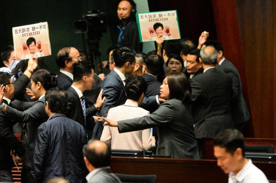 程曉容:林鄭月娥立法會碰壁 誰當懸崖勒馬?