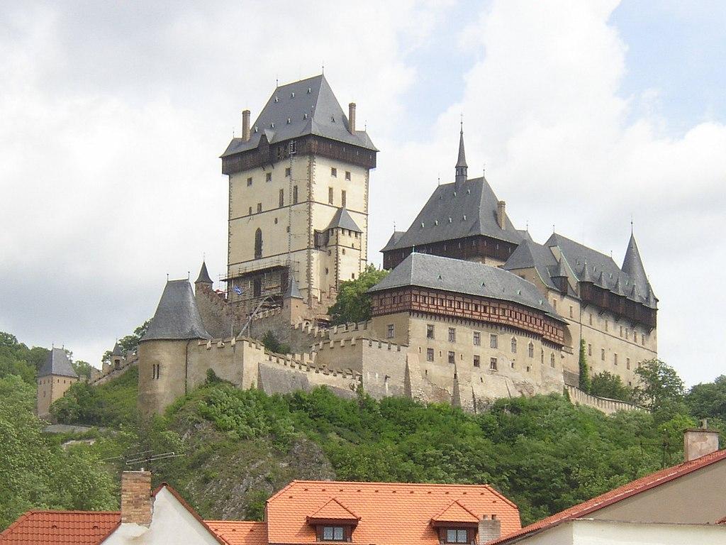 圖為捷克的波斯尼亞建築卡爾斯泰因城堡(Karlstejn castle)(Miaow Miaow/維基百科)