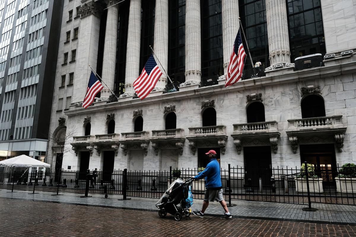 美國當局過去數月正收緊對在美上市中企的限制,要求審查其財務。圖為紐約證交所。(Spencer Platt/Getty Images)