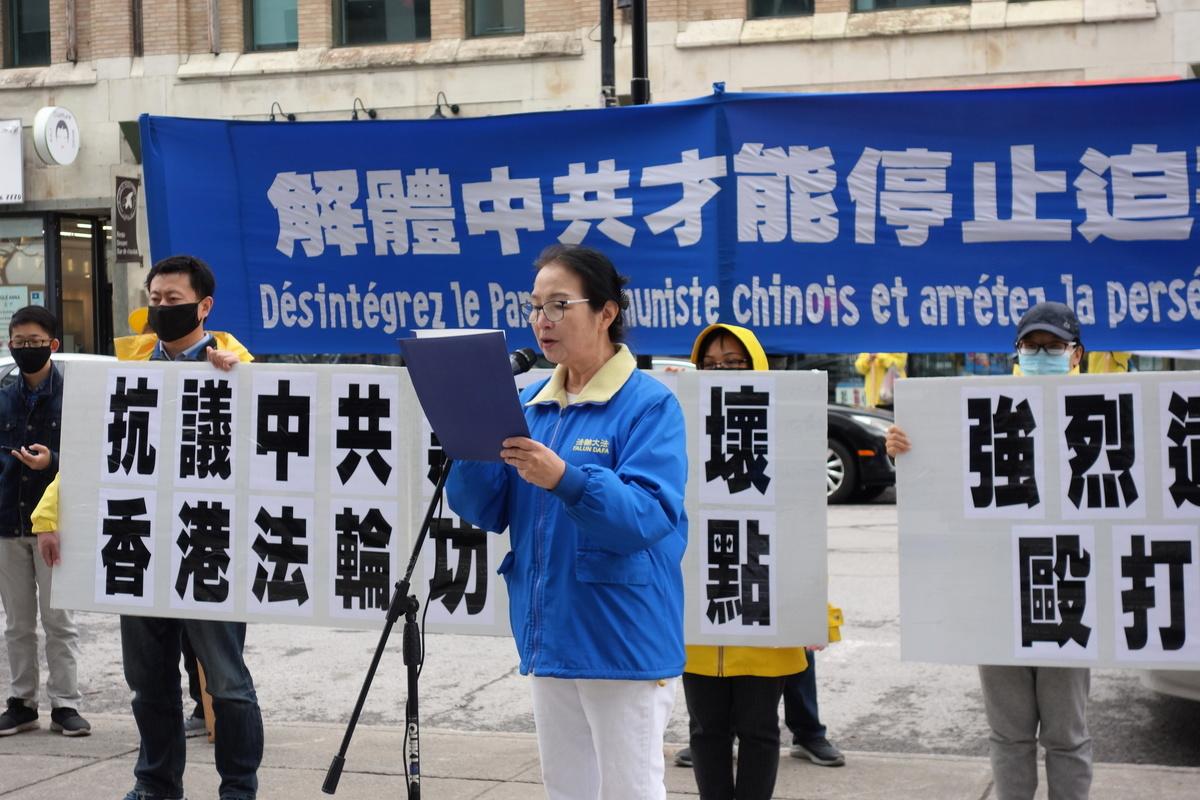 滿地可法輪功學員李智俐女士在集會上強烈譴責中共使用暴力攻擊法輪功真相點。(大紀元)
