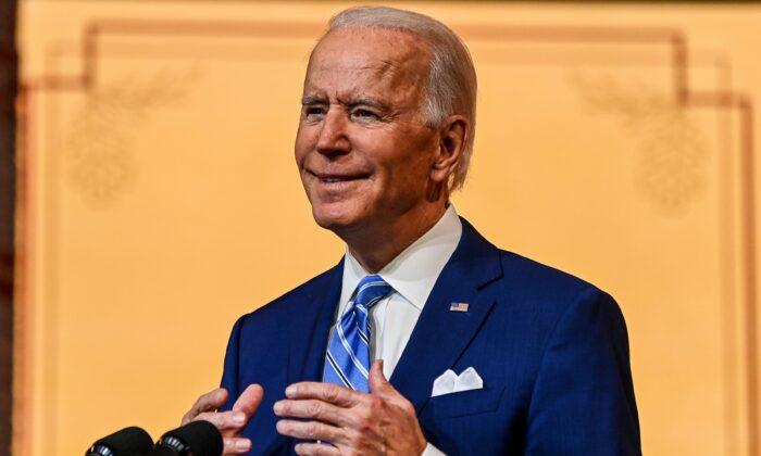 2020年11月25日,民主黨總統候選人祖拜登在特拉華州威爾明頓的皇后劇院發表感恩節講話。(Chandan Khanna/AFP via Getty Images)