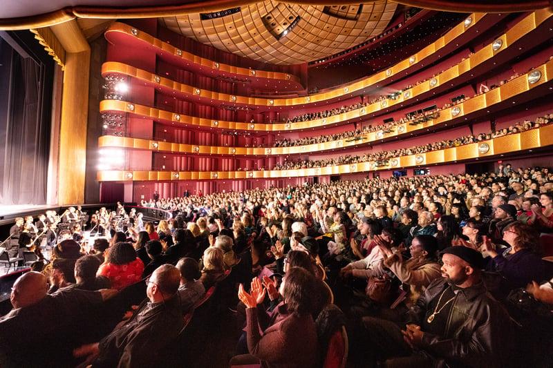 3月16日,神韻紐約藝術團在林肯中心大衛寇克劇院的兩場演出再度爆滿。(戴兵/大紀元)