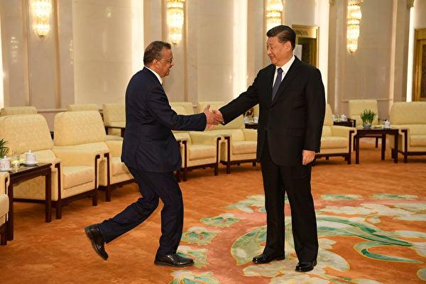 圖為世界衛生組織總幹事與中國國家領導人習近平1月底在北京會晤。(Naohiko Hatta / AFP)