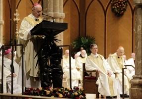 大主教再致信特朗普:神在您身旁 凡事都能做