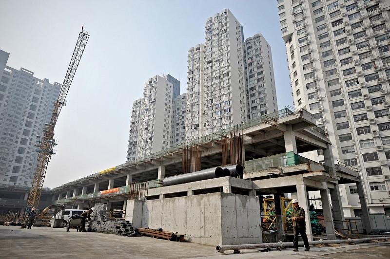 中國經濟泡沫化,讓人投資中國的顧忌迅速上升。圖為正在興建的大樓。(Photo credit should read PHILIPPE LOPEZ/AFP/Getty Images)