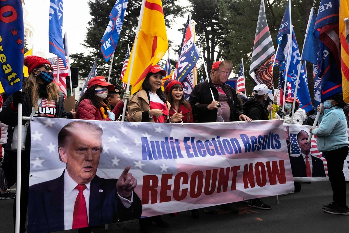 11月14日,近千名民眾在加州首府沙加緬度集會,支持美國總統特朗普連任,並抗議大規模選舉舞弊。(周容/大紀元)