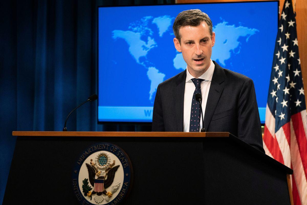 2021年3月5日,美國國務院發言人普賴斯譴責中共改變香港選舉制度的舉動,並表示美國正在鼓勵盟國和夥伴,一起制止中共侵犯人權行為。( MANUEL BALCE ENETA/POOL/AFP via Getty Images)
